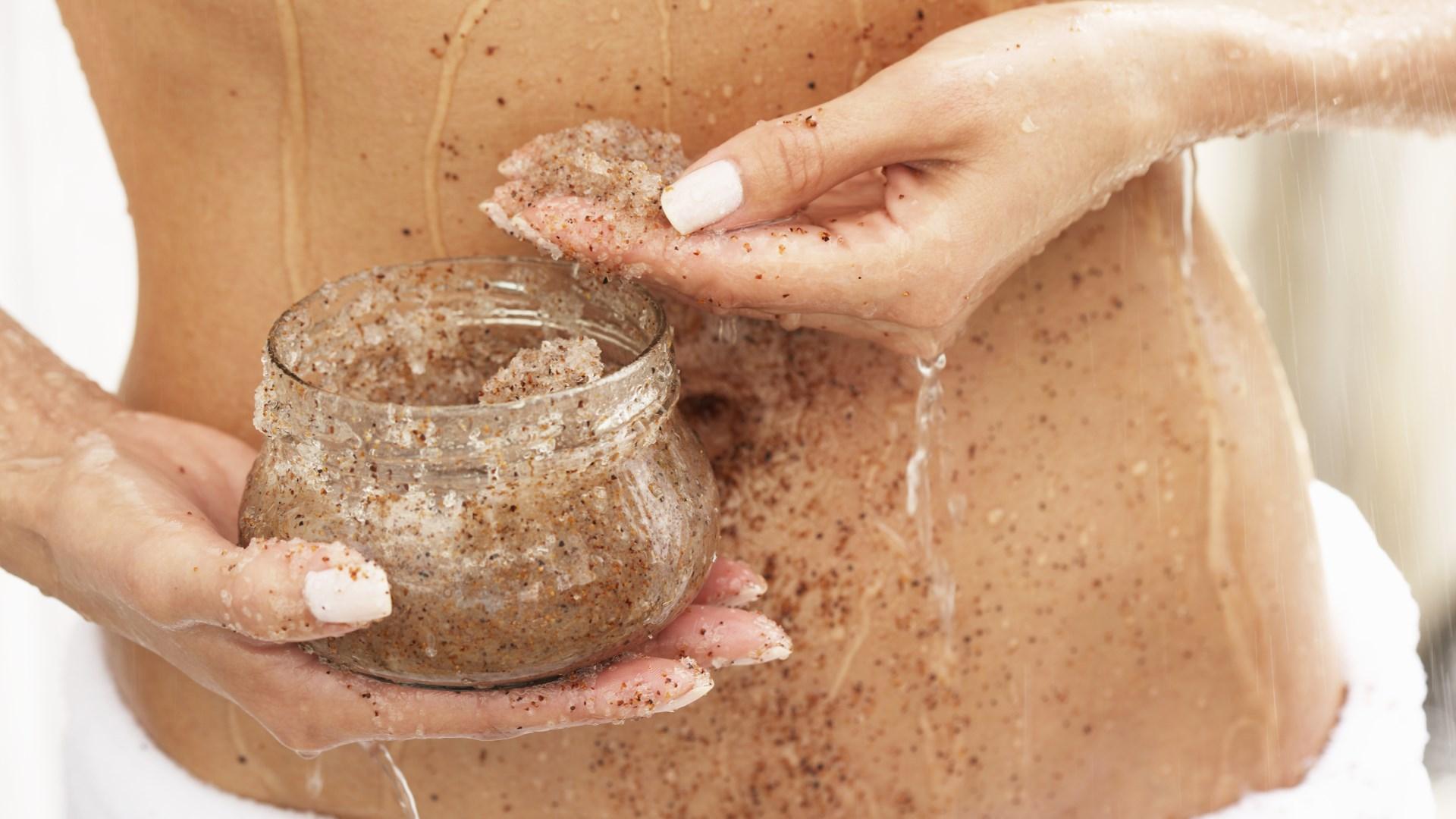 Очистить кожу скрабом