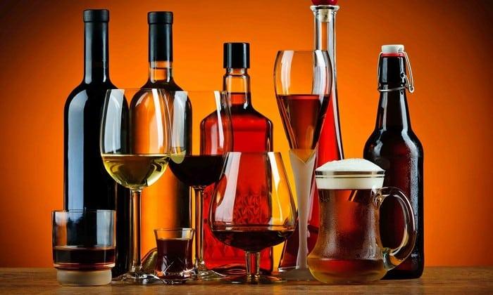 Cпиртосодержащие вещества характеризуются высокой калорийностью, поэтому запрещаются во время лечения редуксином