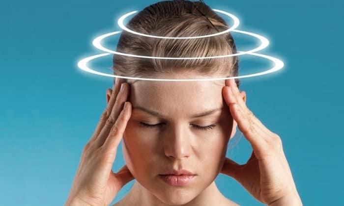 У пациентов меняются вкусовые ощущения, появляется головная боль и головокружение