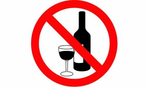 Принимая статин, желательно отказаться от употребления алкогольсодержащих напитков. Это способно вызвать побочные явления