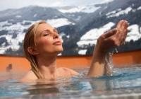 Правильное обливание холодной водой.
