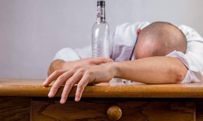 При совместном приеме с алкоголем наблюдались сильнейшие симптомы интоксикации, вплоть до летального исхода
