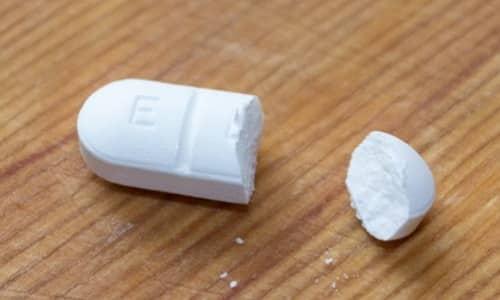 Начинают лечение с приема ½ таблетки