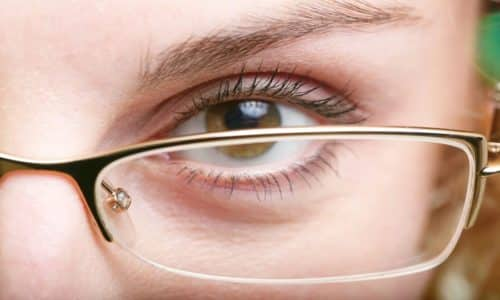 При изменении уровня сахара в крови во время приема препарата возможно ухудшение зрения
