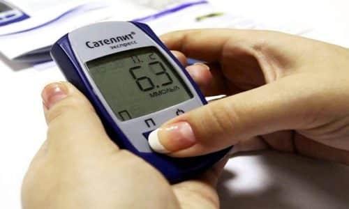 При приеме препарата пациенту необходимо обеспечить контроль концентрации глюкозы в крови