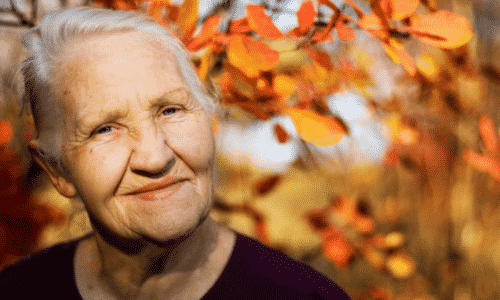 Пациентам в пожилом возрасте следует проводить лечение под контролем врача