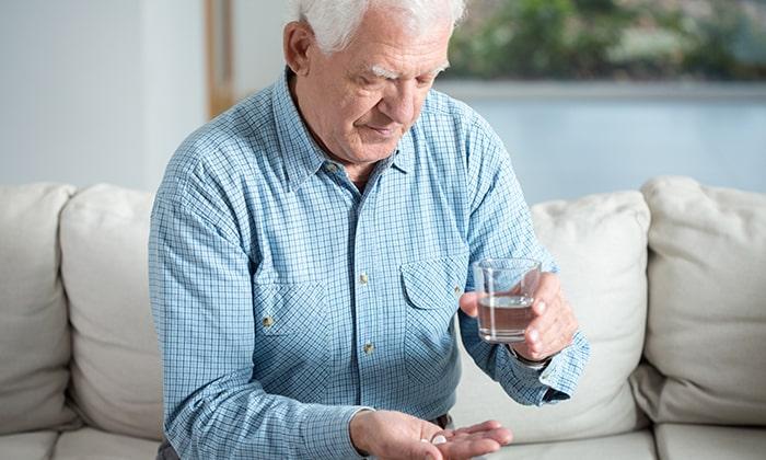 Пожилым людям назначают лекарство Глюкобай согласно инструкции по применению, без уменьшения или увеличения дозировки