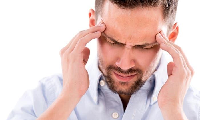 В редких случаях средство вызывает головокружение и головную боль