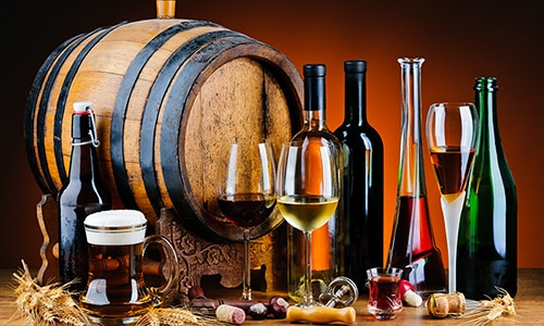 Алкогольные напитки повышают уровень сахара в крови, поэтому употребление спиртного во время лечения противопоказано