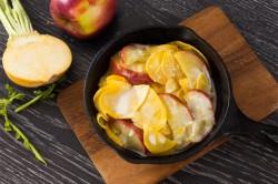 Тушеная репа с яблоками