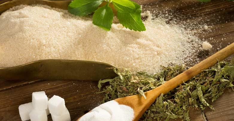 Деревянная ложка с сахаром