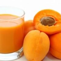 Сок из абрикосов – ценный продукт, здоровье улучшит и скрасит досуг!