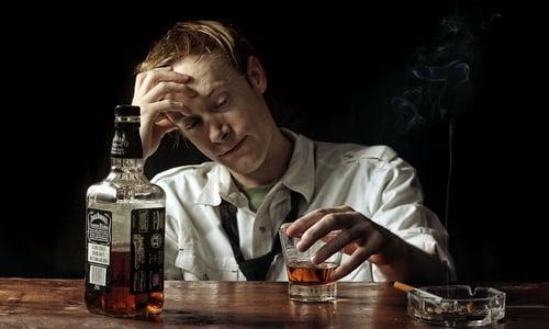 При наличии у пациента алкоголизма врач может назначать препарат под тщательным контролем