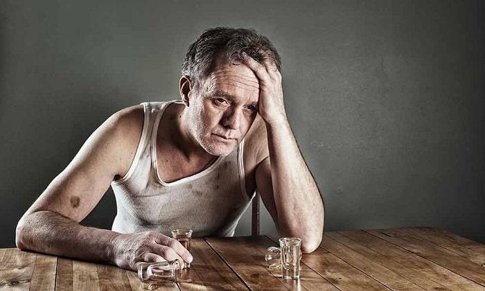 Хронический алкоголизм - одно из противопоказаний к применению препарата