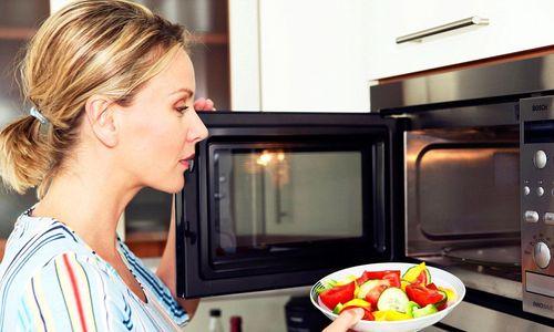 Употребление пищи совместно с принятием таблетки приводит к замедлению действия активного вещества, однако такой фактор не снижает эффективности