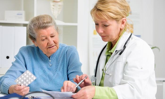 Медикаментозное средство назначается с осторожностью пациентам 60 лет и старше, так как велик риск развития лактоацидоза