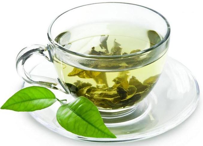 Кружка свежего зеленого чая профилактика
