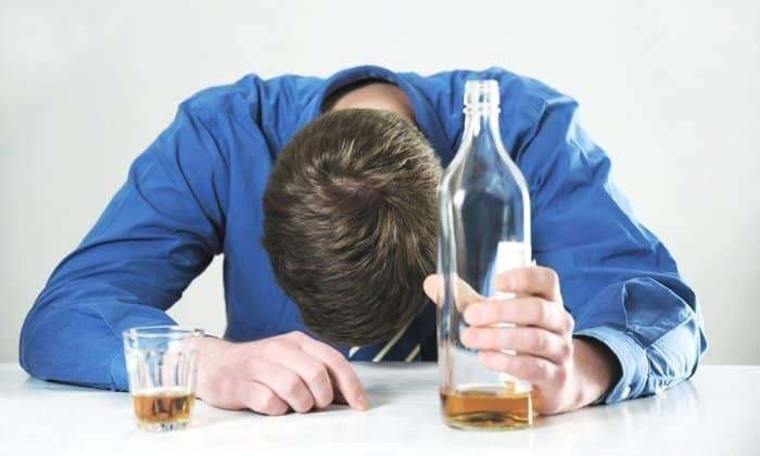Медикамент Глюкованс нельзя применять при хроническом алкоголизме или в случае интоксикации, вызванной употреблением спиртных напитков