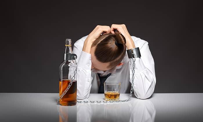 При остром алкогольном отравлении запрещен прием медикамента Метформин