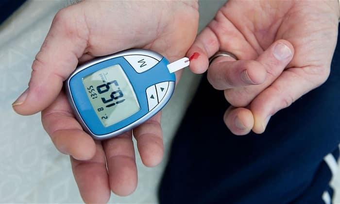 Не следует начинать лечение препаратом при наличии сахарного диабета I типа