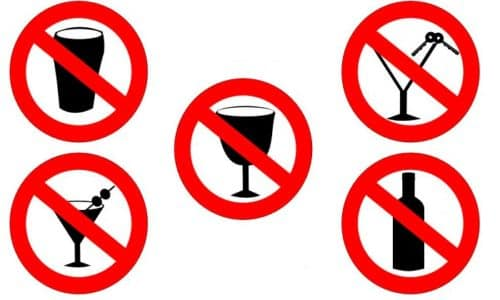 Комбинировать Янумет и спиртосодержащие напитки не следует. Алкоголь усиливает влияние метформина на обменные процессы, связанные с трансформацией молочной кислоты