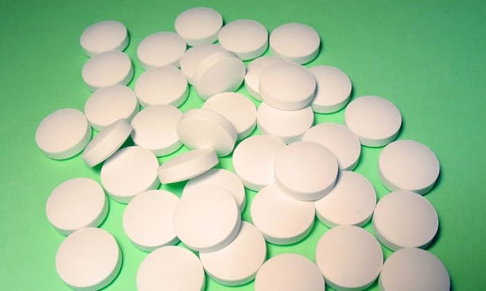 Лекарственное средство производится в форме круглых таблеток для приема внутрь, они покрыты оболочкой белого цвета