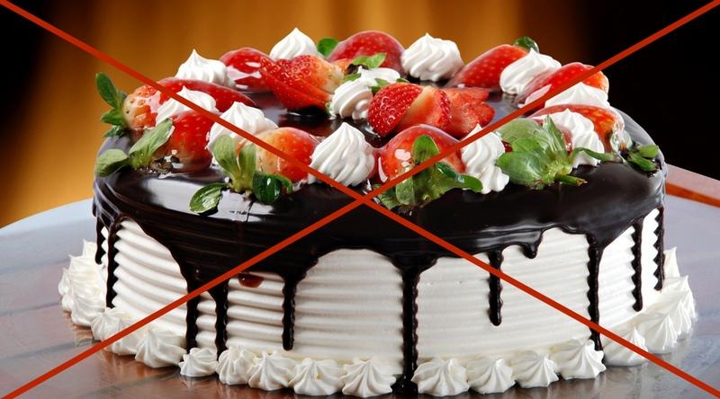 Диета предусматривает отказ от сладких газированных напитков, выпечки и сладостей