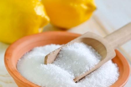 Тарелка с лимонной кислотой