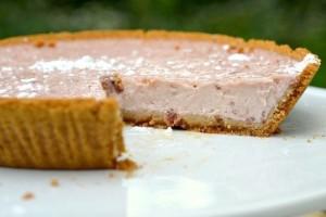 Пирог из овсяных хлопьев с начинкой из йогурта и фруктов