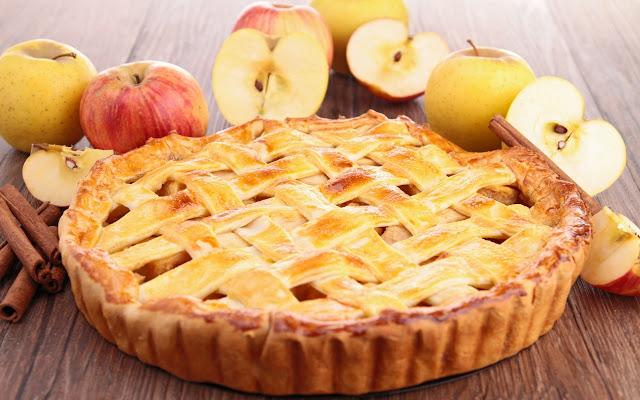шарлотка с медом и яблоками