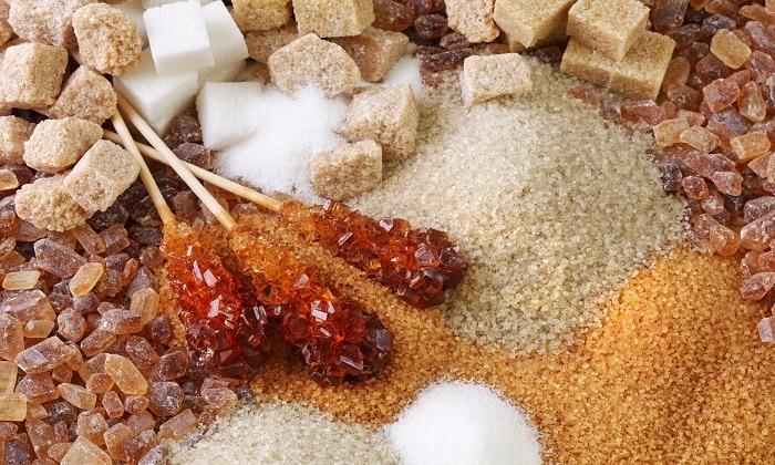 Чтобы восстановить уровень сахара в организме после передозировки препаратом применяют сахаросодержащие продукты