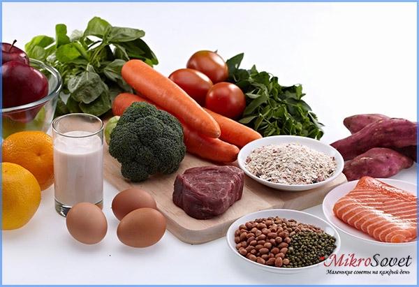 Овощи на столе молоко яйцо апельсин рыба морковь