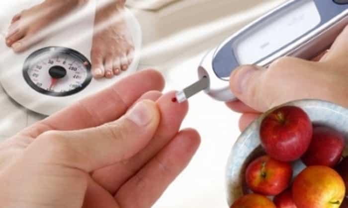 Для оптимизации уровня сахара в крови показана коррекция дозы во время усиленных физических нагрузок, изменения диеты