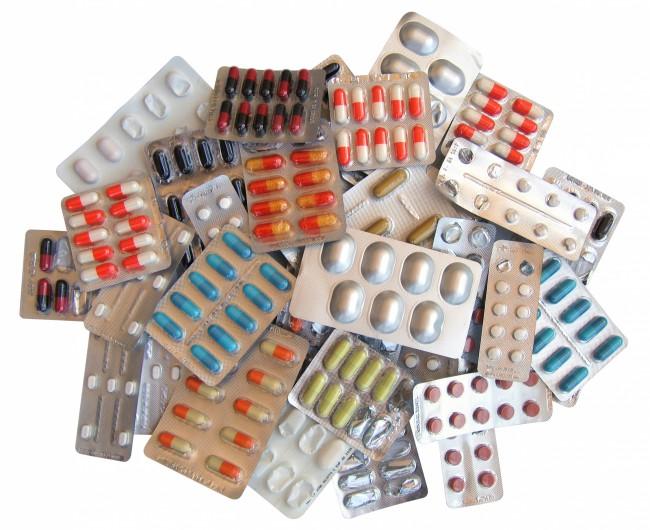 Не увлекайтесь лекарственными препаратами, возьмите только самое необходимое