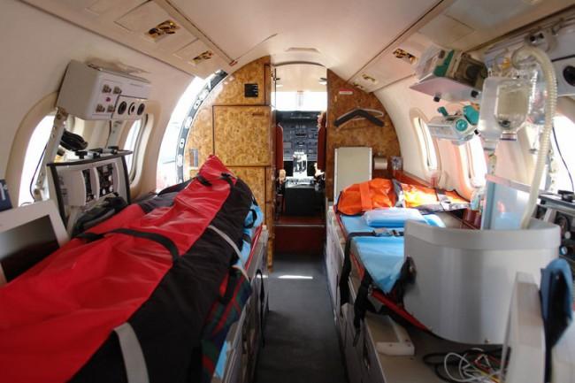 На борту каждого авиалайнера имеется доктор с подручными средствами первой помощи