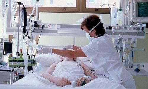 Кетоацидоз представляет собой состояние, характеризующееся недостаточностью инсулина, повышенным уровнем сахара в крови