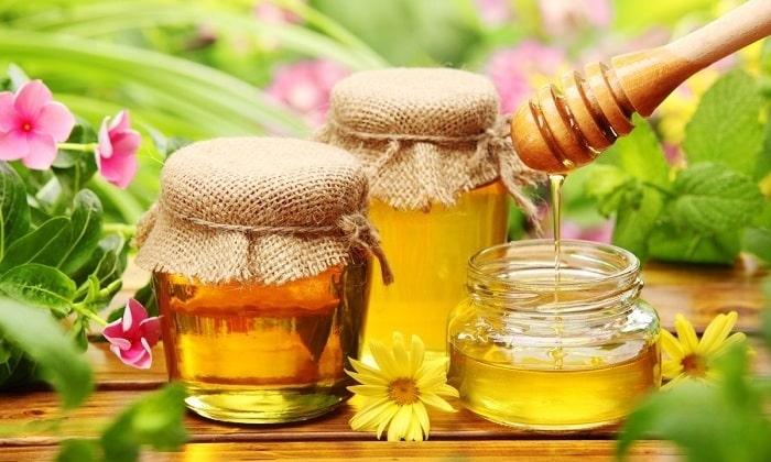 В первый день после выхода из комы, если больной сохраняет способность к самостоятельному приему пищи, в его рацион может входить мед