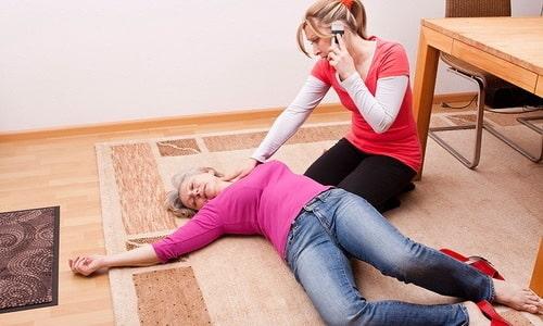 Если мер по спасению больного не примут, человек потеряет сознание и через некоторое время погибнет