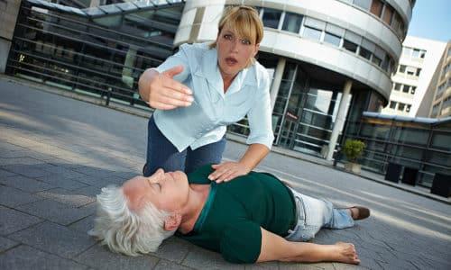 В случае развития тяжелой гипогликемии пациент теряет сознание