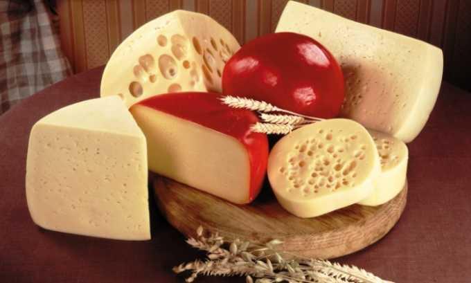 Сыр твердых сортов отличает высокая жирность, что может вызвать приступ панкреатита