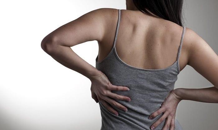 Инъекции препаратом используются при болевых синдромах в области позвоночника