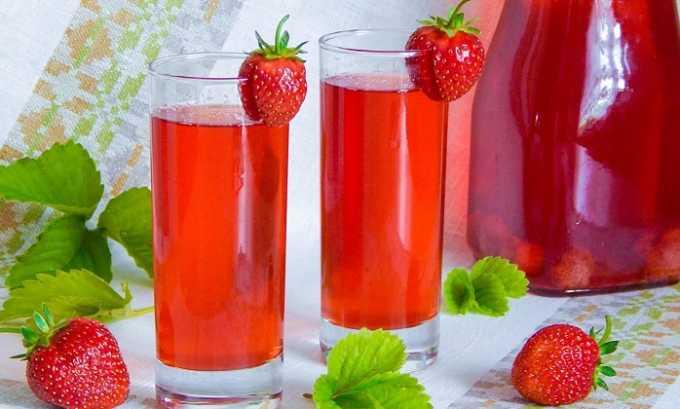 У больных панкреатитом популярны ягодные салаты, компоты, десерты, кисели, настои, мармелад и муссы