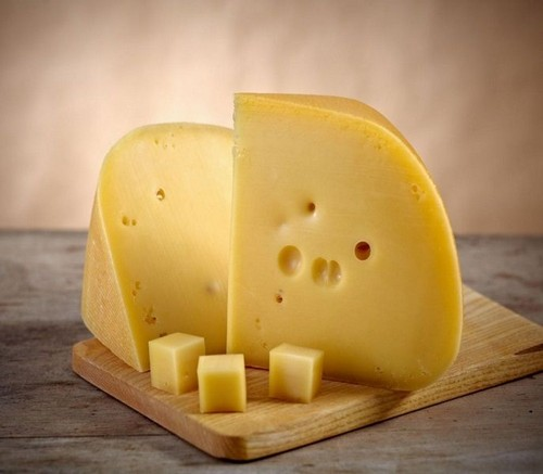 Небольшое количество сыра разрешено после периода обострения