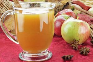Свежевыжатый яблочный сок