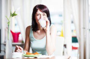 Стакан молока во время обеда
