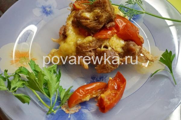 Индейка с сыром и помидорами на Новый год
